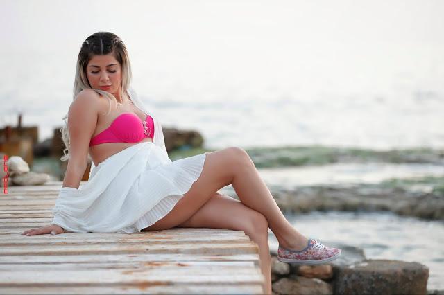 ايفونا نادر بالمايوة الزهري  (Yvonna nader Pink Bikini Photos)