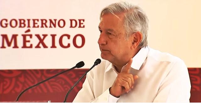 """Se encuentra AMLO en Puebla con """"golpistas"""": 'ni a gritos y sombrerazos daremos un paso atrás'"""