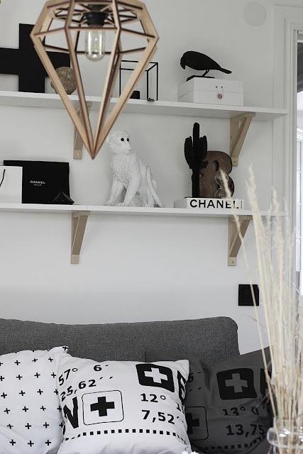 annelies design, webbutik, webbutiker, webshop, nätbutik, nätbutiker, inredning, tavlor, tavelvägg, tavelväggen, svartvit, svartvita, svart och vitt, gorilla, recording, ikea, bänk, vitt, vit, vita, apa, sparbössa, sparbössor, siffra, kaktus, hylla, kors, lampa, chanel