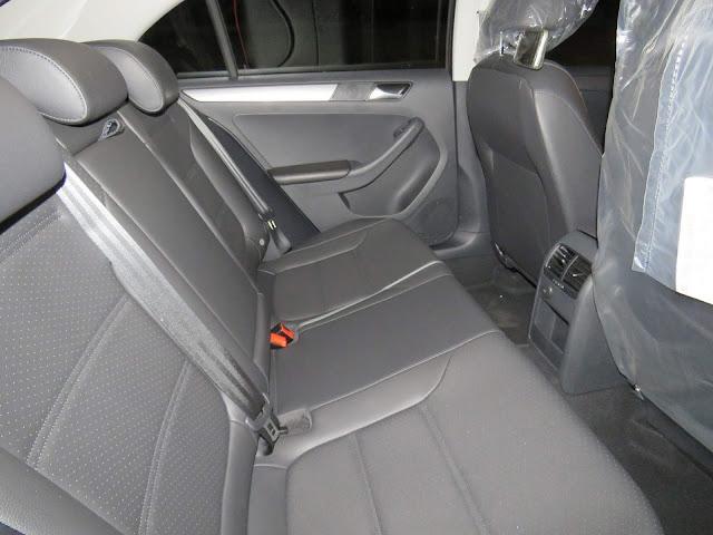 Toyota Corolla GLi 2018 x VW Jetta Comfortline - espaço interno
