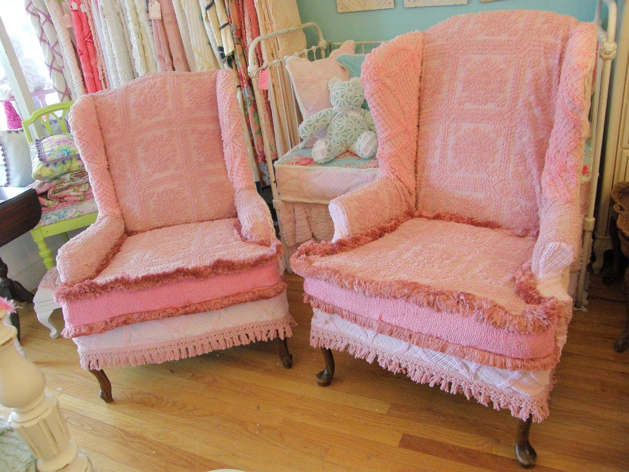 Pink Slipcover Chair Velvet Armchair Australia Vintage Chic Furniture Schenectady Ny Chairs With