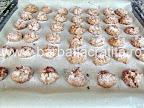 Pricomigdale (fursecuri cu nuca) preparare reteta - in tava, tocmai scoase din cuptor
