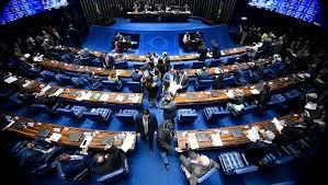 Prefeitos e vereadores podem ter mandatos prorrogados até 2022
