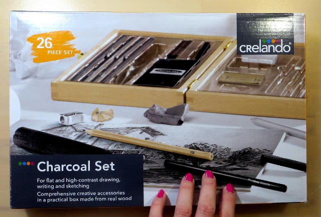 Want to know what's inside the Crelando charcoal drawing set that Lidl sells? And how to use it and what I think of it? Read on.