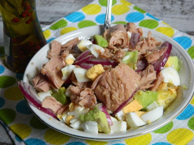 Salata cu avocado, ou si ton