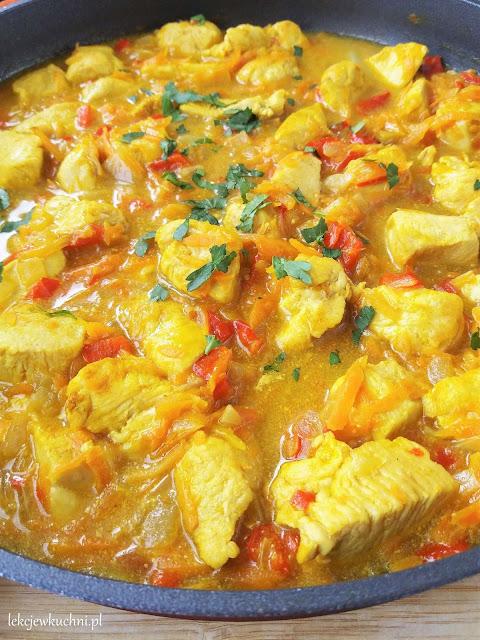 Potrawka z kurczaka z kurkumą i marchewką przepis