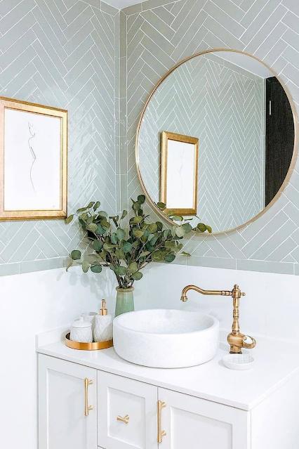 banheiro classico espelho redondo dourado