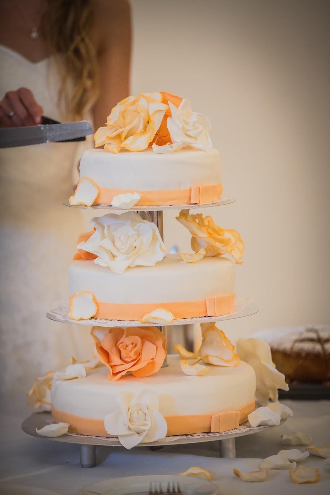 Hochzeitstorte In Apricot Laura S Tortendesign