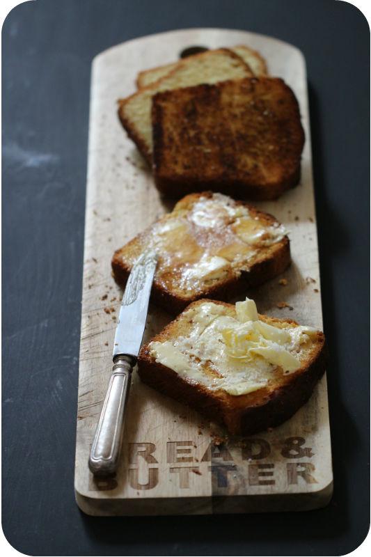 Brioche – das beste Rezept, das ich kenne! Gebacken in der schönsten Brotbackform der Welt aus Gusseisen von Petromax | Arthurs Tochter kocht. Der Blog für Food, Wine, Travel & Love #brioche #hefebrot #ofen #backofen #gebacken #frühstück #französisch #einfach #petromax #gusseisen #brot_backen #sandwich #buns #knitting #french_toast #toastbrot #brot #breakfast #dessert