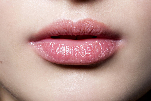 Tips To Cure Dry Cracked Lips In Winter Season