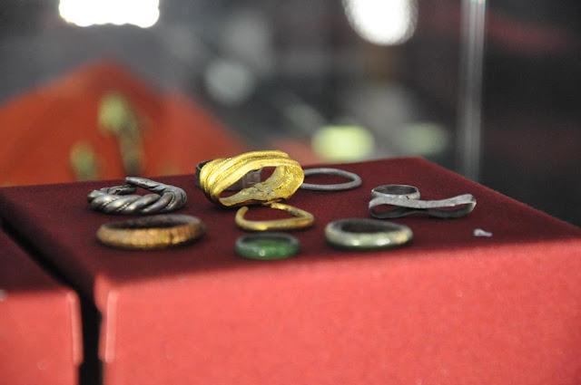 Muzeum Pierwszych Piastów na Lednicy - oddział w Gieczu na grodziszczku - ekspozycja - pierścienie