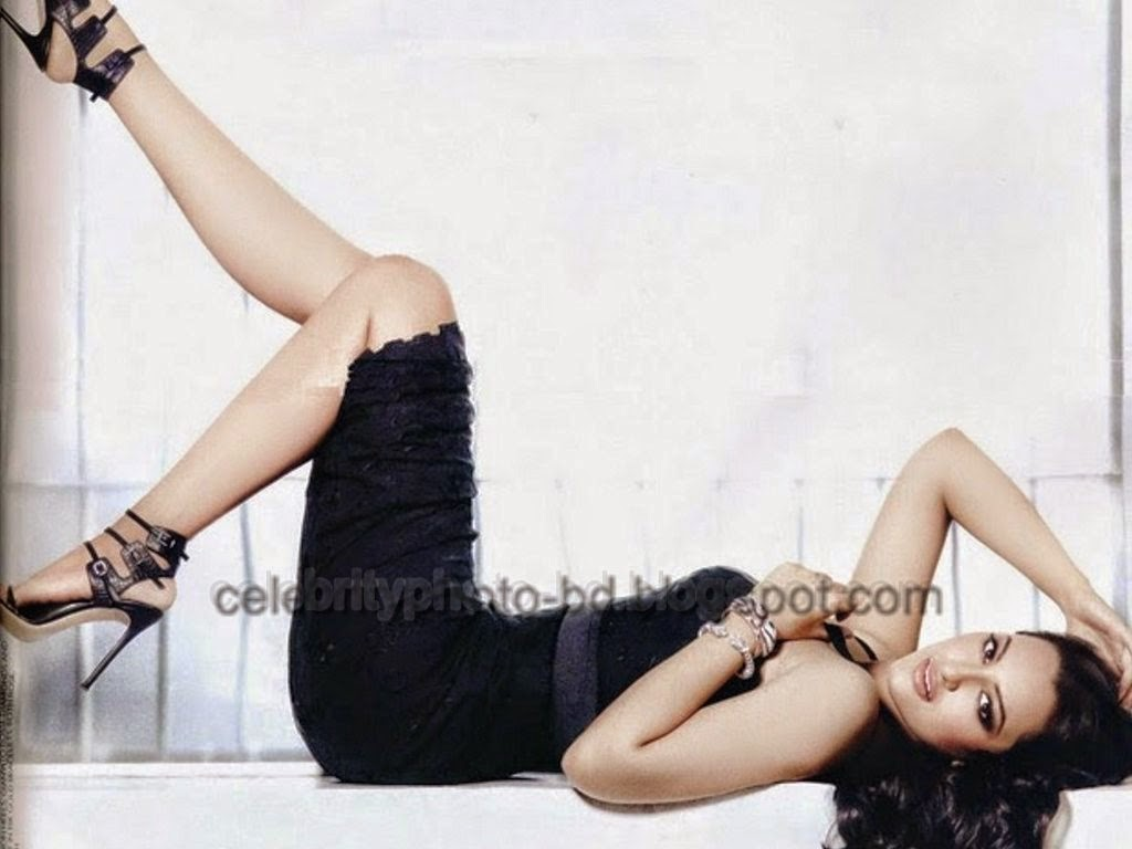 Bollywood Girl Sonakshi Sinha's Most Beautiful Hot Photos And Wallpapers Collection 2014-2015
