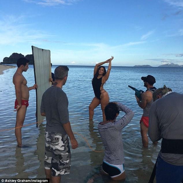 Ashley graham Flaunts Her Hot Curvy Body In One Piece Swimwear