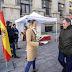 VÍDEO |  El PP de Vizcaya saca la bandera de España a las calles de Bilbao y reparte ejemplares de la Constitución