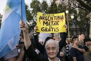 En medio de una ola de delitos y víctimas que se toman la justicia por su mano, Buenos Aires y Rosario salen a la calle para exigir mano dura y cumplimiento de las condenas