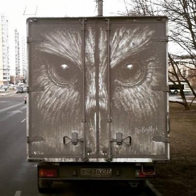 Arte impressionante em veículos sujos