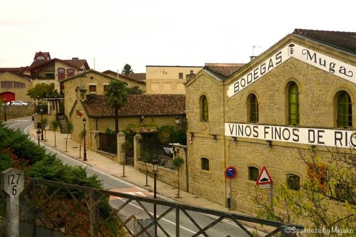 北スペイン・ワイン列車から見たHAROアロの鉄道駅地区のワイナリー
