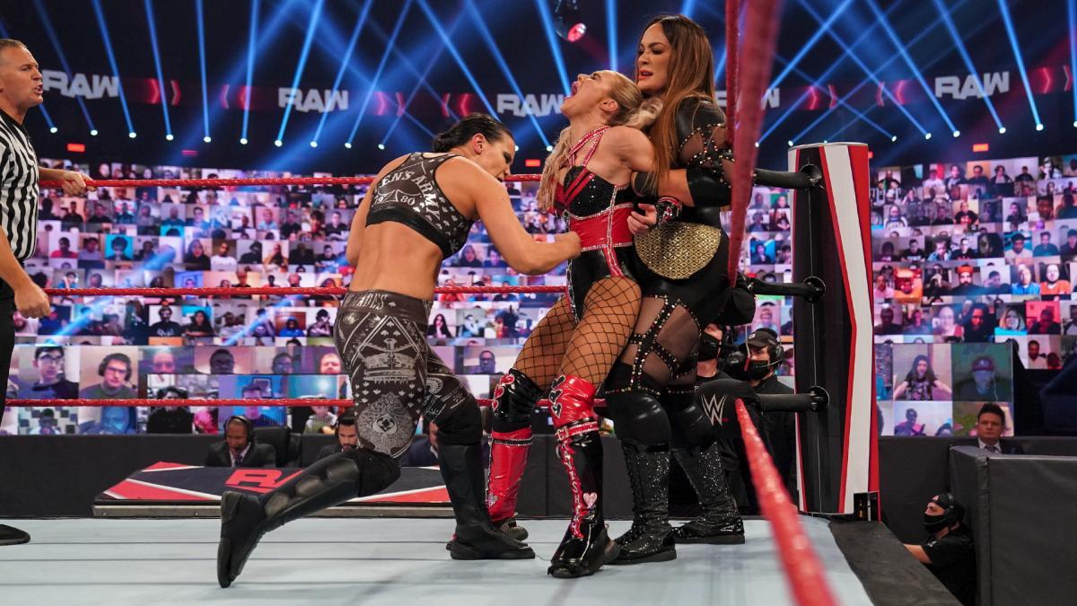 Grande estipulação deverá ser adicionada na luta pelo WWE Women's Tag Team Championship no TLC
