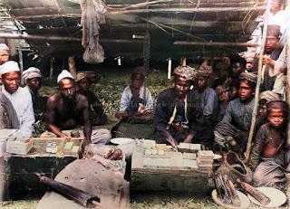 penjual sabun di pasar sibubuhan