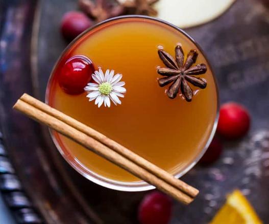 Spiked Hot Apple Cider #cocktail #apple #drink #sangria #easy