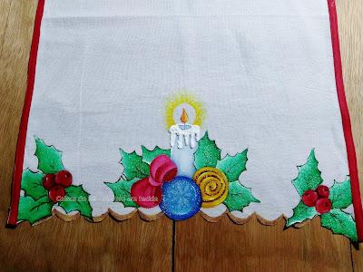 pintura em tecido vela de natal com bolas coloridas e laço
