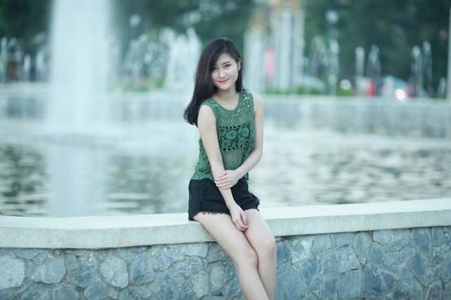 Nhan sắc tuyệt trần của 2 nàng WAGs Việt Nam, Thái Lan kinh doanh online