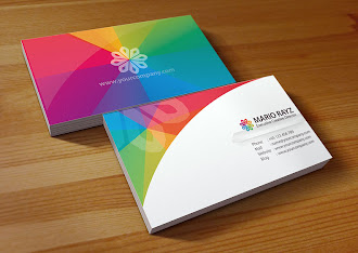 Arkasında ve önünde renk yelpazesi olan rengarenk bir kartvizit