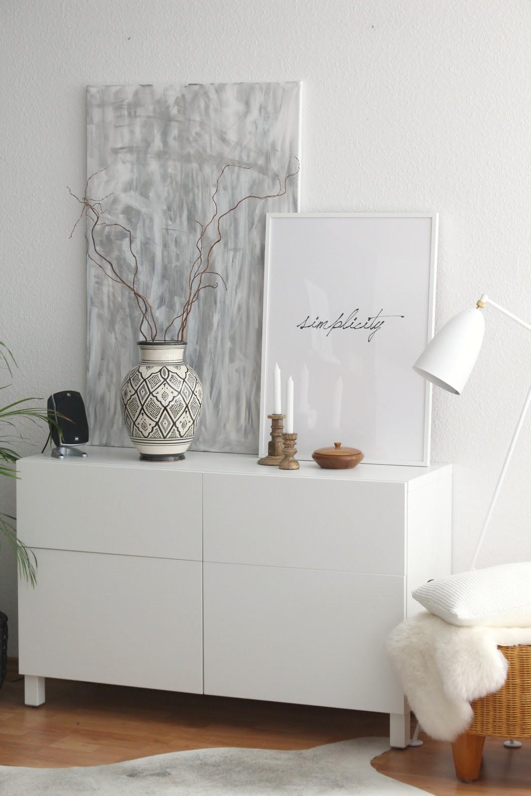 Dekoration bordeauxroter fr hling im wohnzimmer for Dekoration im wohnzimmer