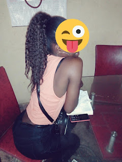 Lady Shares Photos of her Sexy Waist on Whatsapp, But When Zoomed In, Something's Wrong (See Photos)