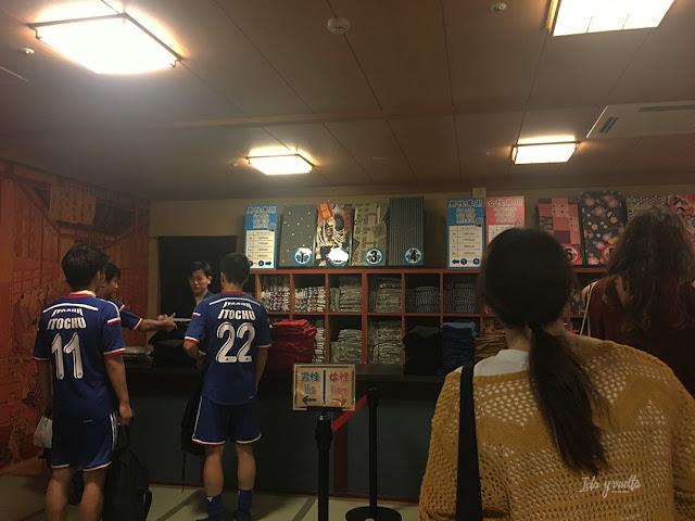 En la fila para elegir yukatas