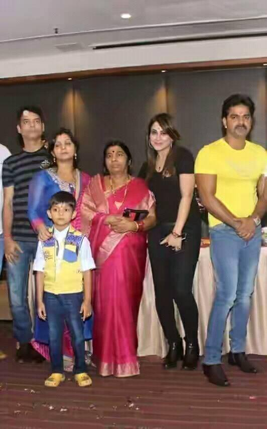 Pawan Singh With Mon, Sister and Pakhi Higde