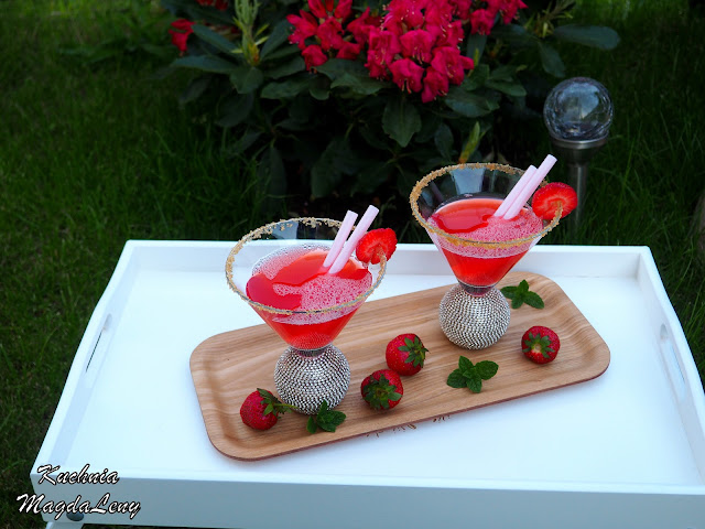 Kompot truskawkowy z rabarbarem i miętą