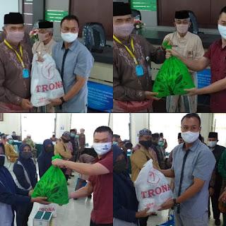 JPM Dan Jamtos Berikan Sembako Pada Cleaning Service Lingkup Pemkot Jambi.