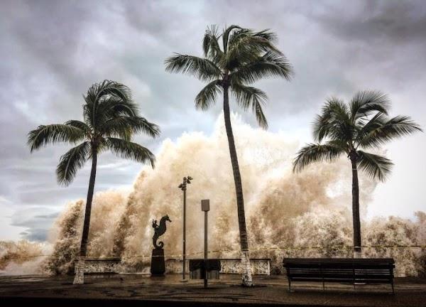 FOTOS: reportan enorme olas en puerto vallarta jalisco.
