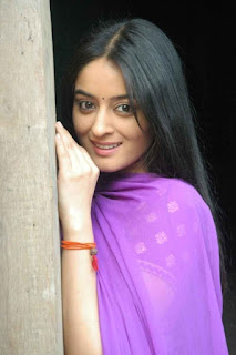 Beautiful Mahhi Vij In Purple Dupatta