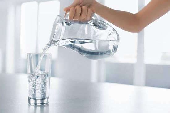 Você conhece a dieta da água? A moda preocupa especialistas