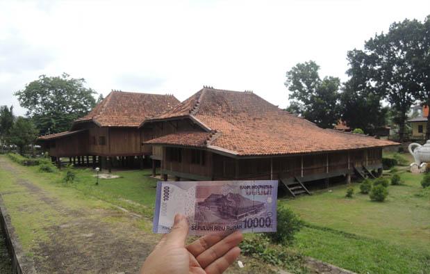 Rumah Adat Sumatera Selatan (Rumah Limas)