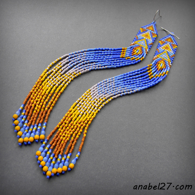 Очень длинные яркие серьги из бисера