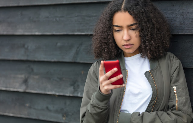 Likes em redes sociais causam sentimentos negativos em jovens