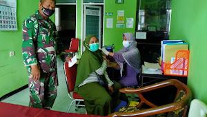 Dampingi Vaksinasi COVID-19, Wujud Kepedulian TNI Pada Kesehatan Masyarakat