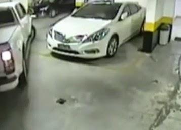 «Κόλλησε» στον τοίχο το αυτοκίνητο που τον εμπόδιζε να παρκάρει! [video]