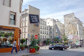 Paris : Il faut se méfier des mots, une installation de Ben au coeur de Belleville - Place Fréhel - XXème
