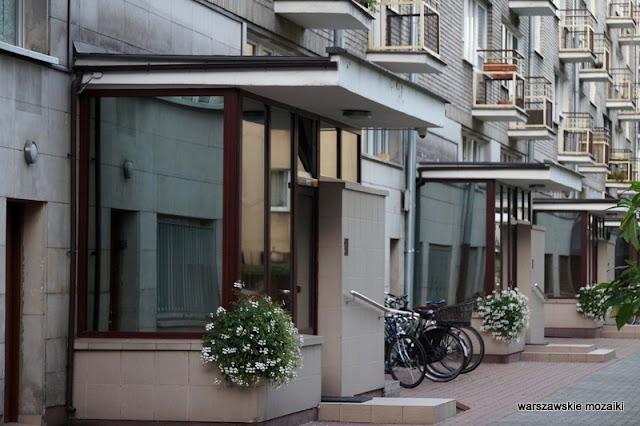 balkony klatka schodowa Warszawa Warsaw modernizm modernism architektura architecture lata 60 Jerzy Gieysztor Jerzy Kumelowski luksus balkony mozaika