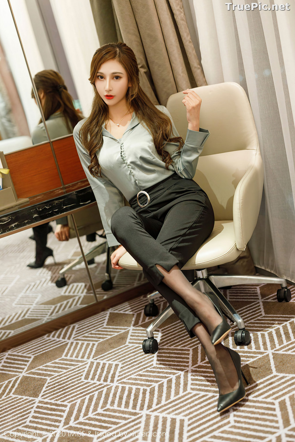 Image IMISS Vol.492 - Chinese Model - Lavinia肉肉 - Long Legs Office Girl - TruePic.net - Picture-1