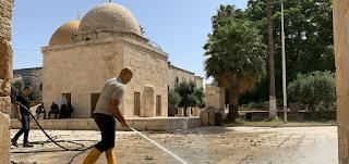 الزام المصلين بالمسجد الأقصى في القدس بكمامة وسجادة صلاة وفحص حرارة
