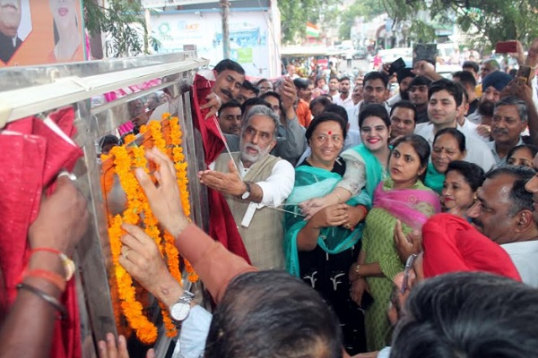 minister-krishan-pal-gurjar-started-rs-17-crore-sainik-colony-road-news