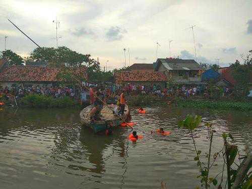 Diduga Kelebihan Beban, 2 Anak Tewas Tenggelam Dan 7 Lainya Selamat Saat Bermain Sampan