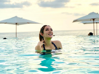 Reisa Broto Asmoro di kolam renang