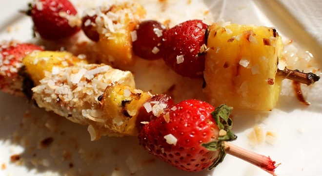 how to make grilled fruit kabobs