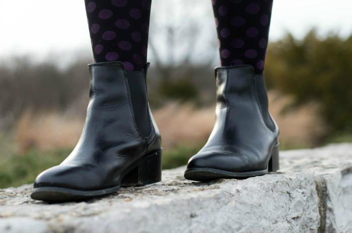 how to wear chelsea boots with tights